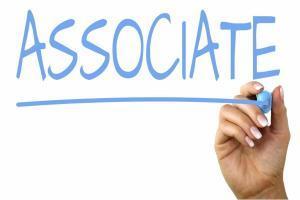 Investment Banking Associate – Aufgaben, Gehalt, Studium